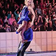 NLD/Hilversum/20110311 - Sterren Dansen op het IJs show 7, Vivian Reijs en Nick Keagan