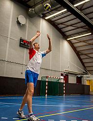 """09-06-2016 NED: Back on Track, Amsterdam<br /> De BvdGF organiseert dit jaar vier bijeenkomsten voor volwassenen die onlangs gediagnosticeerd zijn met type 1 diabetes, of al langer de diagnose hebben maar nog worstelen met vragen over leefstijl, voeding, sport of diabetes in het algemeen. Het doel is om deze mensen zo snel mogelijk te helpen bij het vinden van een optimale """"work/life/diabetes balance"""", vandaar de naam """"Back on Track"""". Vandaag was de eerste meeting in Sporthallen Zuid / Bas van de Goor"""