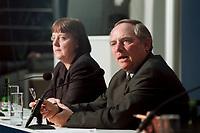 """11 JAN 2000, BERLIN/GERMANY:<br /> Wolfgang Schäuble, CDU Vorsitzender, während der Pressekonferenz """"100.000-Mark-Spende des Waffenhändlers Schreiber"""", im Hintergrund: Angela Merkel, CDU Generalsekretärin, CDU Bundesgeschäftsstelle<br /> IMAGE: 20000111-01/02-06<br /> KEYWORDS: Wolfgang Schaeuble"""