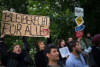DEU, Deutschland, Germany, Berlin, 07.06.2017: Demonstranten fordern den unbegrenzten Abschiebe-Stopp nach Afghanistan bei einer Kundgebung gegenüber dem Bundesinnenministerium.