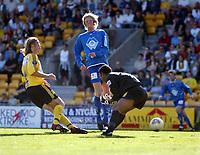 Fotball, 1. juni 2003, Tippeligaen 2003, Lillestrøm-Aalesund 1-1.  Her roter Emille Baron, Lillestrøm det til slik at Tor Hogne Aarøy, Aalesund, scorer mål<br /> Foto: Anders Hoven, Digitalsport