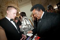 28.01.2012, Graz, AUT, Opernredoute, im Bild Roberto Blanco zeigt seine Eintrittskarte, EXPA Pictures © 2012, PhotoCredit: EXPA/ Erwin Scheriau