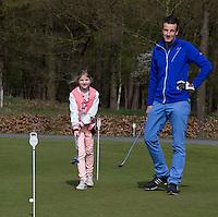 ASTEN - Ouder kind op  Golfclub 't Woold. COPYRIGHT KOEN SUYK