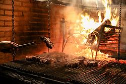 A Parillada, um típico churrasco uruguaio, na cidade de Bagé - RS. FOTO: Marcos Nagelstein/Agência Preview