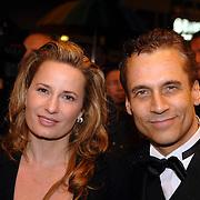 NLD/Amsterdam/20061116 - Premiere James Bond film Casino Royale, Claudia van Zweden en partner Robert Schoemacher