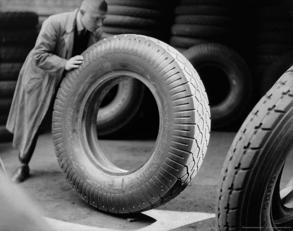 Worker and Giant Tyre for Motor Buses, Continental Kautschuk (rubber) and Gutta-percha Company, Hanover, 1928