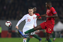 November 20, 2018 - Guimaraes, Guimaraes, Portugal - William Carvalho midfielder of Portugal (R) vies with Piotr Zielinski midfielder of Poland (L) during the UEFA Nations League football match between Portugal and Poland at the Dao Afonso Henriques stadium in Guimaraes on November 20, 2018. (Credit Image: © Dpi/NurPhoto via ZUMA Press)