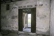 Wnętrze baraku w Auschwitz II-Birkenau.<br /> Interior of the barracks in Auschwitz II-Birkenau.