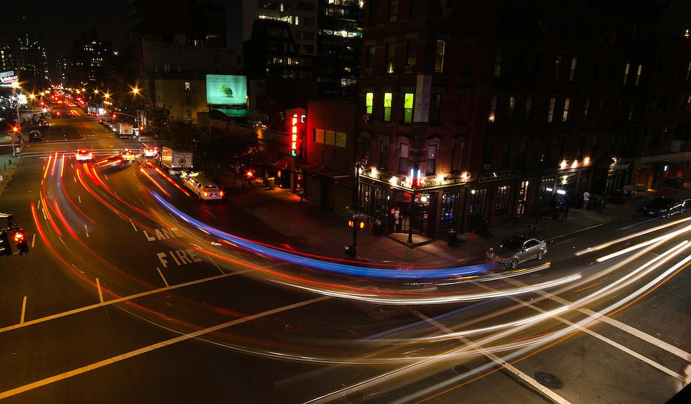 NEW YORK NIGHTLIFE, TRAFFIC ON STREET CORNER OF NEW YORK