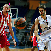 Anadolu Efes's Stratos Perperoglou (R) and Olympiacos's Matt Lojeski (L) during their Gloria Cup Basketball Tournament match Anadolu Efes between Olympiacos at Ulker Sports Arena in istanbul Turkey on Tuesday 23 September 2014. Photo by Aykut AKICI/TURKPIX