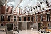 Koningin Beatrix heropent het Rijksmuseum na een verbouwing van bijna tien jaar.<br /> <br /> Queen Beatrix reopens the the Rijksmuseum after renovations of almost ten years.<br /> <br /> Op de foto / On the photo:  Entree hal van het rijksmuseum / Entrance hall of the National Museum