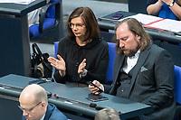 13 FEB 2020, BERLIN/GERMANY:<br /> Katrin Goering Eckardt (L), MdB, und Anton Hofreiter (R), MdB, Vorsitzende B90/Gruene Bundestagsfraktion, Sitzung des Deutsche Bundestages, Plenum, Reichstagsgebaeude<br /> IMAGE: 20200213-01-008<br /> KEYWORDS: Katrin Göring-Eckardt