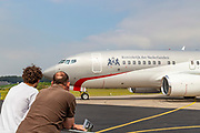 De PH-GOV, het nieuwe Nederlandse regeringsvliegtuig. De Boeing 737 voor de koninklijke familie, ministers en meereizende ambtenaren werd gepresenteerd op vliegbasis Woensdrecht.<br /> <br /> The PH-GOV, the new Dutch government plane. The Boeing 737 for the royal family, ministers and traveling officials was presented at Woensdrecht Air Base.