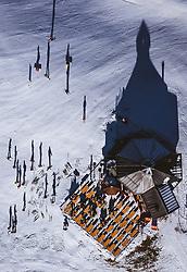 THEMENBILD - Skifahrer bei einem Einkehrschwung bei einer Skihuette, aufgenommen am 27. Dezember 2018 in Kaprun, Oesterreich // Skier taking a break at a ski lodge, Kaprun, Austria on 2018/12/27. EXPA Pictures © 2018, PhotoCredit: EXPA/ JFK