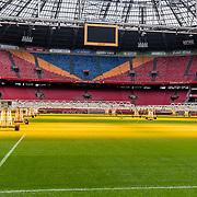 NLD/Amsterdam/201070322 - Verlichting voor het veld van voetbalclub Ajax ter bevordering van de grasgroei