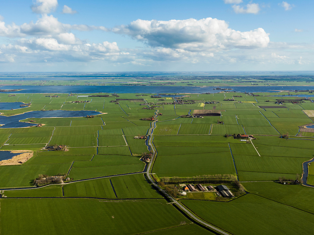 Nederland, Friesland, Gemeente Sudwest-Fryslan (Zuidwest-Friesland), 16-04-2012. 'It Lege Midden' (het lage midden). Polder en streek Het Heidenschap. Het meer De Fluezen (Fluessen) op het tweede plan..Typical Frisian countryside: lakes, sparse farms in the polders, meadows..luchtfoto (toeslag), aerial photo (additional fee required);.copyright foto/photo Siebe Swart