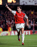 Martin Keown celebrates scoring the 3rd and winning goal for Arsenal. Arsenal 3:2 FC Shakhar Donetsk, UEFA Champions League, Group B, 20/9/2000. Credit Colorsport / Paul Roberts