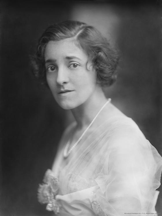 Elsie Janis, singer, songwriter, actress, and screenwriter, 1914