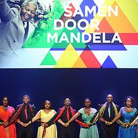 Nederland, Amsterdam , 15 december 2013.<br /> Herdenking Mandela.<br /> Prinses Beatrix is rond het middaguur aangekomen bij de Stadsschouwburg in Amsterdam. Zij woont daar het Nationaal Eerbetoon Samen door Mandela bij. Burgemeester Eberhard van der Laan van Amsterdam ontving de prinses op de rode loper voor de schouwburg.<br /> Voorafgaand aan het programma heeft Beatrix een ontmoeting met de initiatiefnemers van het eerbetoon, onder wie Conny Braam (oud-voorzitter Anti Apartheidsbeweging Nederland), Melle Daamen (directeur Stadsschouwburg) en zangeres en actrice Gerda Havertong. Namens het kabinet is minister Jet Bussemaker van Onderwijs, Cultuur en Wetenschap aanwezig.De aankomst van de prinses werd begeleid door een Afrikaanse drumband. Tientallen belangstellenden stonden langs de loper en voor de schouwburg mee te klappen, dansen en sommigen zongen 'Mandela! Mandela!'.<br /> Op de foto: Cape Town Opera Choir<br /> Foto:Jean-Pierre Jans