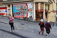 Chine, Macao, touristes dans la vieille ville // China, Macau, tourist on the old city
