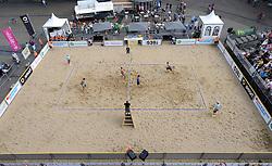 16-07-2014 NED: FIVB Grand Slam Beach Volleybal, Apeldoorn<br /> Poule fase groep A mannen - Centercourt Markt Apeldoorn, Reinder Nummerdor (1), Steven van de Velde (2) NED, Sean Rosenthal (2), Philip Dalhausser (1) USA