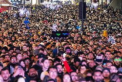 © Licensed to London News Pictures . 31/12/2019. Manchester, UK. Thousands gather to watch a fireworks display in front of Manchester Cathedral as Manchester celebrates the start of 2020 . Photo credit: Joel Goodman/LNP