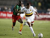 Fotball<br /> Foto: Dppi/Digitalsport<br /> NORWAY ONLY<br /> <br /> FOOTBALL - AFRICAN CUP OF NATIONS 2006 - FIRST ROUND - GROUP B - 060121 - CAMEROON v ANGOLA<br /> <br /> NOBRE EDSON (ANG) / RODOLPHE DOUALA (CAM) <br /> <br /> KAMERUN v ANGOLA