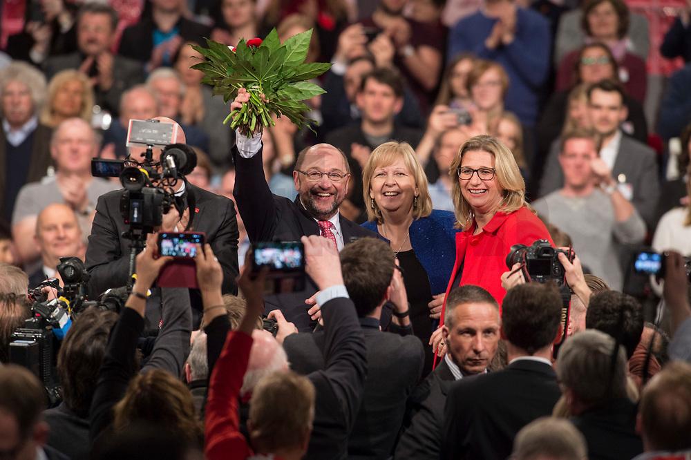 19 MAR 2017, BERLIN/GERMANY:<br /> Martin Schulz (L), SPD, mit Blumen nach seiner Wahl zum SPD Parteivorsitzenden und SPD Spitzenkandidat der Bundestagswahl, mit Hannelore Kraft (M), SPD, Ministerpraesidentein Nordrhein-Westfalen, und Anke Rehlinger (R), Spintzenkandidtain SPD Saarland, a.o. Bundesparteitag, Arena Berlin<br /> IMAGE: 20170319-01-083<br /> KEYWORDS: party congress, social democratic party, candidate, Jubel, Smartphone