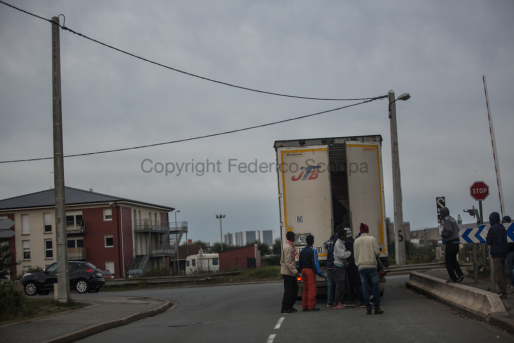 Migrans tring to hide in a truck they suppose going to UK