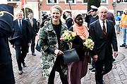 Prinses Mabel heeft in de Grote Kerk in Vlaardingen namens de mede door haar opgerichte organisatie Girls Not Brides de Geuzenpenning in ontvangst genomen.<br /> <br /> In the Grote Kerk in Vlaardingen, Princess Mabel received the Geuzen Medal on behalf of the organization Girls Not Brides, which she co-founded.<br /> <br /> op de foto / On the photo: <br />   Prinses Mabel