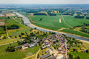 Nederland, Limburg, Gemeente Stein, 26-06-2014; Maasband, gehucht gelegen aan de Grensmaas. Belgie aan de andere kant van de rivier, aan de andere kant van de grens.<br /> The river Meuse forms the border with Belgium, the Hamlet Maasbal lies in Holland. <br /> luchtfoto (toeslag op standard tarieven);<br /> aerial photo (additional fee required);<br /> copyright foto/photo Siebe Swart