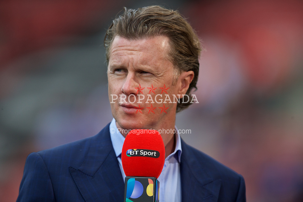SOUTHAMPTON, ENGLAND - Saturday, August 15, 2015: Former Liverpool player Steve McManaman working for BT Sport during the FA Premier League match between Southampton and Everton at St Mary's Stadium. (Pic by David Rawcliffe/Propaganda)