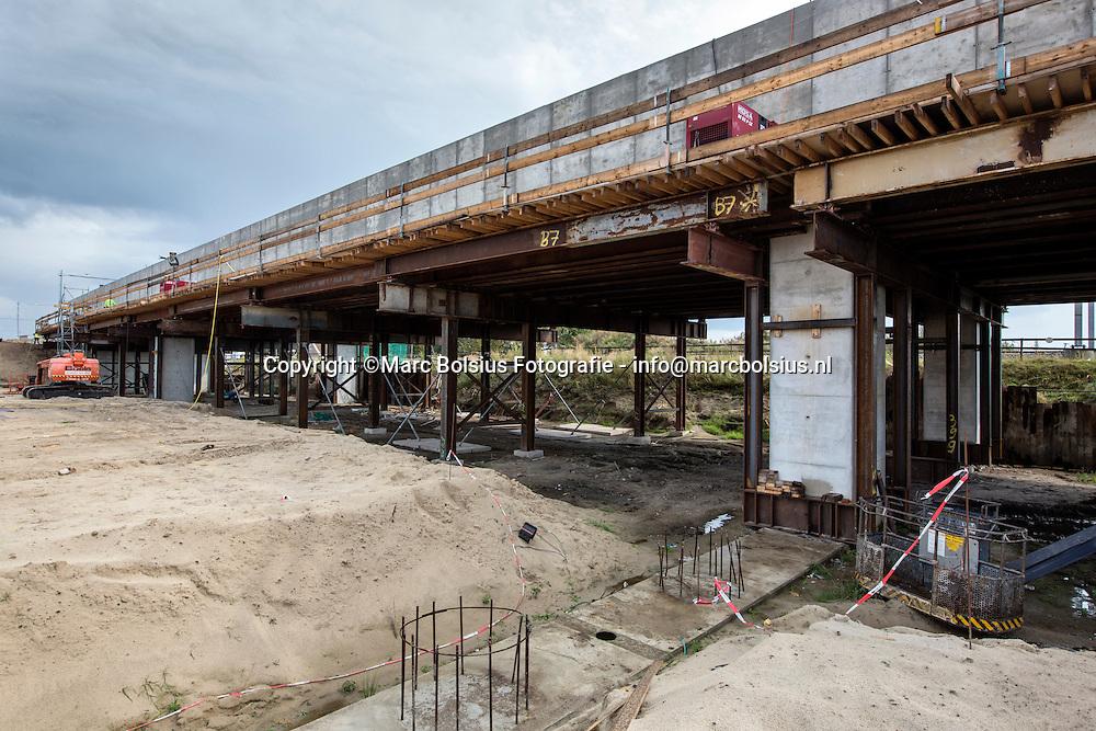 rosmalen, werkzaamheden aan de spoortunnel waar straks de nieuwe zuidwillemsvaart onder doorgaat terhoogte van de empelseweg . op dec foto gaat het kanaal hier onder door