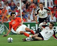 Fotball,  Portugal, EM, Euro 2004, 150604, Tyskland - Nederland<br /> Christian Woerns og Dietmar Hamman, Tyskland, og Ruud van Nistelrooy, Nederland<br /> Photo:Digitalsport
