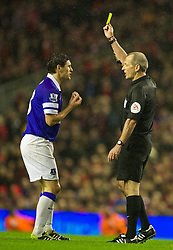 28.01.2014, Anfield, Liverpool, ENG, Premier League, FC Liverpool vs FC Everton, 23. Runde, im Bild Everton's Gareth Barry is shown, yellow card by referee Martin Atkinson // during the English Premier League 23th round match between Liverpool FC and Everton FC at Anfield in Liverpool, Great Britain on 2014/01/29. EXPA Pictures © 2014, PhotoCredit: EXPA/ Propagandaphoto/ David Rawcliffe<br /> <br /> *****ATTENTION - OUT of ENG, GBR*****