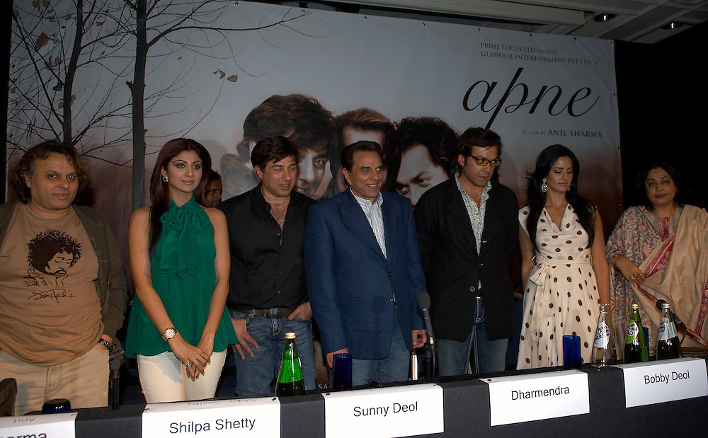 Leeds  IIFA  (International Indian Film Academy) 7 June 2007 Bollywood actors Shilpa Shetty, Dharmendra, Sunny Deol, Bobby Deol, Katrina Kaif and Kiran Kher at the media breefing for the movie Apne to be released June 29