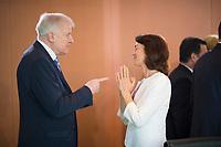 DEU, Deutschland, Germany, Berlin, 15.05.2019: Bundesinnenminister Horst Seehofer (CSU) und Bundesjustizministerin Dr. Katarina Barley (SPD) vor Beginn der 52. Kabinettsitzung im Bundeskanzleramt.
