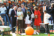 KONINGINNEDAG 2009 in Apeldoorn / Queensday 2009 in the city of Apeldoorn.<br /> <br /> Op de foto / On the Photo:<br />  THe Royal family in the park