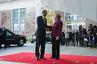18 NOV 2016, BERLIN/GERMANY:<br /> Barack Obama (L), President USA, und, Angela Merkel (R), CDU, Bundeskanzlerin, Begruessung von Teilnehmern des Treffens europäischer Regierunsgchefs mit dem schiedenden Praesidenten der USA, Ehrenhof, Bundeskanzleramt<br /> IMAGE: 20161118-01-030<br /> KEYWORDS: roter Teppich, Begrüssung