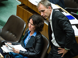 18.05.2017, Wien, AUT, Grüne, Klubobfrau Eva Glawischnig gab bei einer Pressekonfernz am 18.05.2016 um 10:00 Uhr ihren Rücktritt bekannt. im Bild Archivbild v.l.n.r. Gruene Klubobfrau Eva Glawischnig und Nationalratsabgeordneter der Gruenen Dieter Brosz am 24.09.2014 bei einer Nationalratssitzung zum Thema Dschihadismus // FILEPHOTO of f.l.t.r. Leader of the parliamentary group the greens Eva Glawischnig<br />  and Member of Parliament of the greens Dieter Brosz during the 41st meeting of the National Council of austria with topic: austrian measures against terrorist activities, austrian parliament, Vienna, Austria on 2014/09/24, Leader of the parliamentary group Eva Glawischnig (greens) resigned on 2017/05/18 from all political duties. EXPA Pictures © 2017, PhotoCredit: EXPA/ Michael Gruber