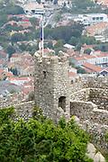 Sintra, de Monte da Lua (maanberg), is een magische, mysterieuze plaats waar mens en natuur in zodanig perfecte harmonie leven dat UNESCO het stadje op de werelderfgoedlijst heeft geplaatst. - Castelo dos Mouros (Morenkasteel) uit de 7e en 8e eeuw.<br /> <br /> Sintra, the Monte da Lua (Moon Mountain), is a magical, mysterious place where people and nature live in such perfect harmony that UNESCO has placed the town on the World Heritage List - Castelo dos Mouros (Moorish castle) from the 7th and 8th century.