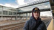 NEW YORK  2020V10<br /> Oscar väntar på tåget på Newark International.<br /> <br /> Foto: Per Danielsson/Projekt.P