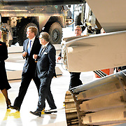 Koning Willem Alexander opent Nationaal Militair Museum op het voormalig vliegveld Soesterg. In het museum zijn de collecties van het Legermuseum in Delft en het Militair Luchtvaart Museum in Soesterberg samengevoegd. <br /> <br /> <br /> King Willem Alexander opens National Military Museum at the former airport Soesterg. In the museum are the collections of the Army Museum in Delft and the Military Aviation Museum in Soesterberg merged.<br /> <br /> op de foto / On the photo: <br /> <br />  Koning Willem Alexander krijgt een rondleiding / <br /> King Willem Alexander gets a tour