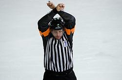 Kazenski strel. Penalty shot. Slovenski hokejski sodnik Damir Rakovic predstavlja sodniske znake. Na Bledu, 15. marec 2009. (Photo by Vid Ponikvar / Sportida)