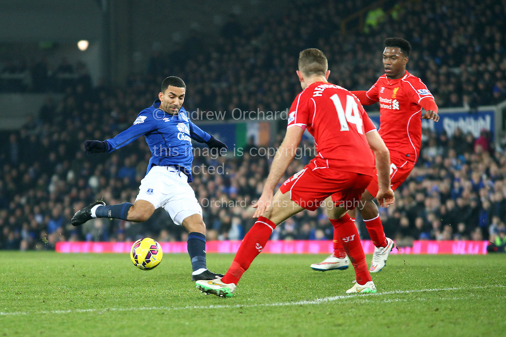 Aaron Lennon of Everton shoots high and wide of the goal. Barclays Premier league match, Everton v Liverpool at Goodison Park in Liverpool, Merseyside on Saturday 7th February 2015<br /> pic by Chris Stading, Andrew Orchard sports photography.