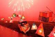 UK ENGLAND BRILL 6NOV04 - Fireworks display on Guy Fawkes night in the Buckinghamshire village of Brill.<br /> Photography by Jiri Rezac<br /> Tel 0044 07947 884 517<br /> www.linkphotographers.com