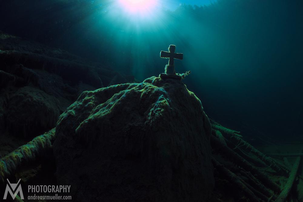 Divespot: Samarangersee Fresh water scuba diving at Samarangersee, Austria. Incredible visibility, crystal clear water and mystic illumination. Spectacular underwater landscape.