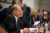 DEU, Deutschland, Germany, Berlin, 11.12.2018: SPD-Vize Olaf Scholz vor Beginn der Fraktionssitzung der SPD.