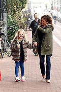 Koningin Maxima is aanwezig bij de BZT Kerstshow in Carre Amsterdam. De BZT Band XXL is compleet! Tien muzikale groepen, met elk een eigen 'sound', treden aanstaande op in een vol Carré op het Kerst Muziekgala 2016 als onderdeel van Meer muziek in de klas.<br /> <br /> Queen Maxima attends the BZT Christmas Show in Amsterdam Carre. The BZT Band XXL is complete! Ten musical groups, each with its own 'sound', stairs leading into a full Carré in Christmas music gala 2016 as part of more music in class.<br /> <br /> Op de foto / On the photo: <br /> <br />  Katja Schuurman en haar dochter Sammie