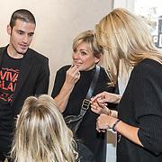 NLD/Amsterdam/20191128 - BN'ers zetten zich in voor World Aids Day, Caroline Tensen en Natasja Froger wonen make up workshop Mac bij